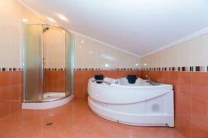 """Хотел """"Ливадите"""" баня"""